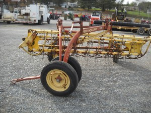 NEW HOLLAND RAKE W/ DOLLY WHEEL Image