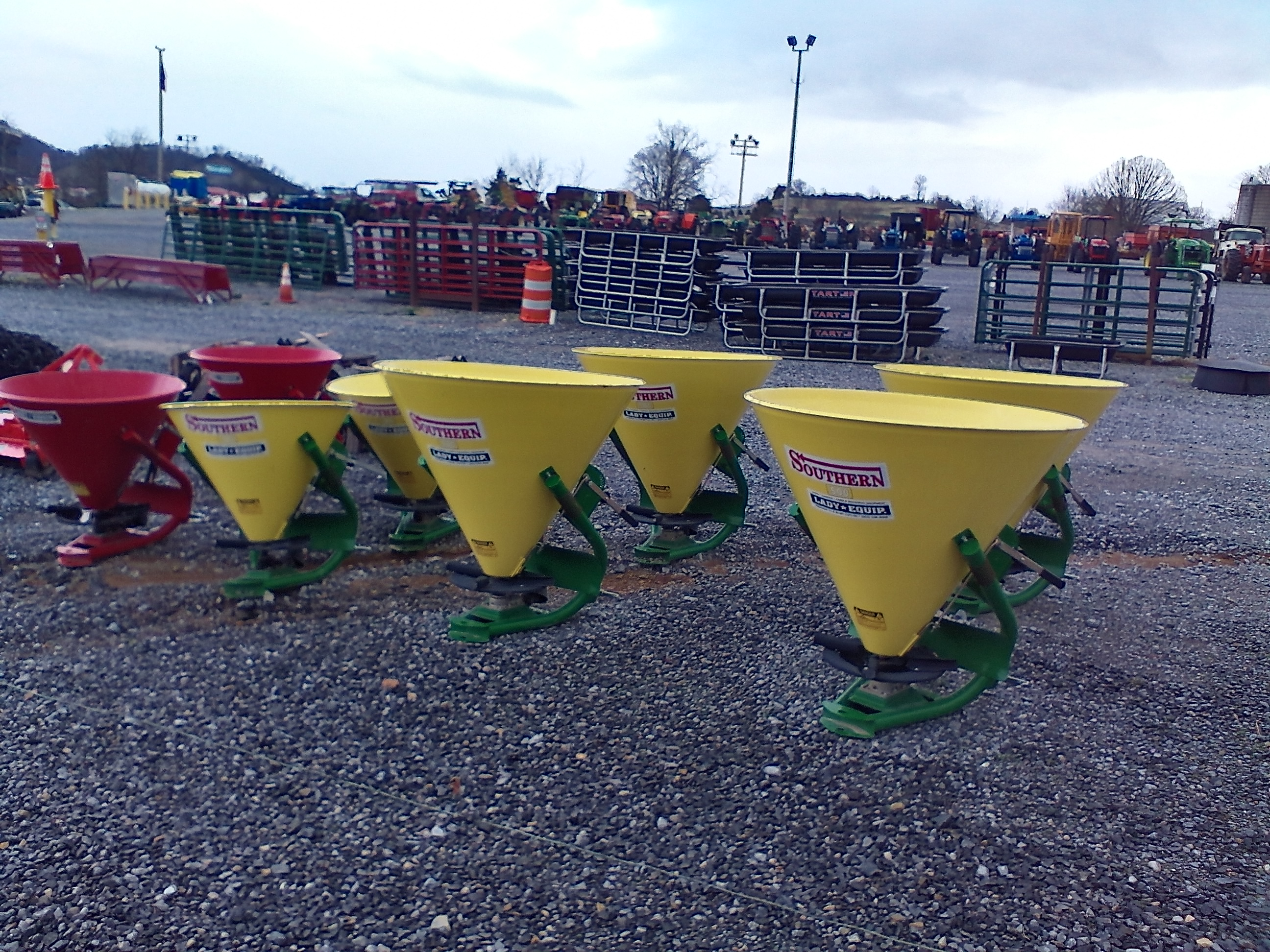 FERTILIZER SPREADERS Image