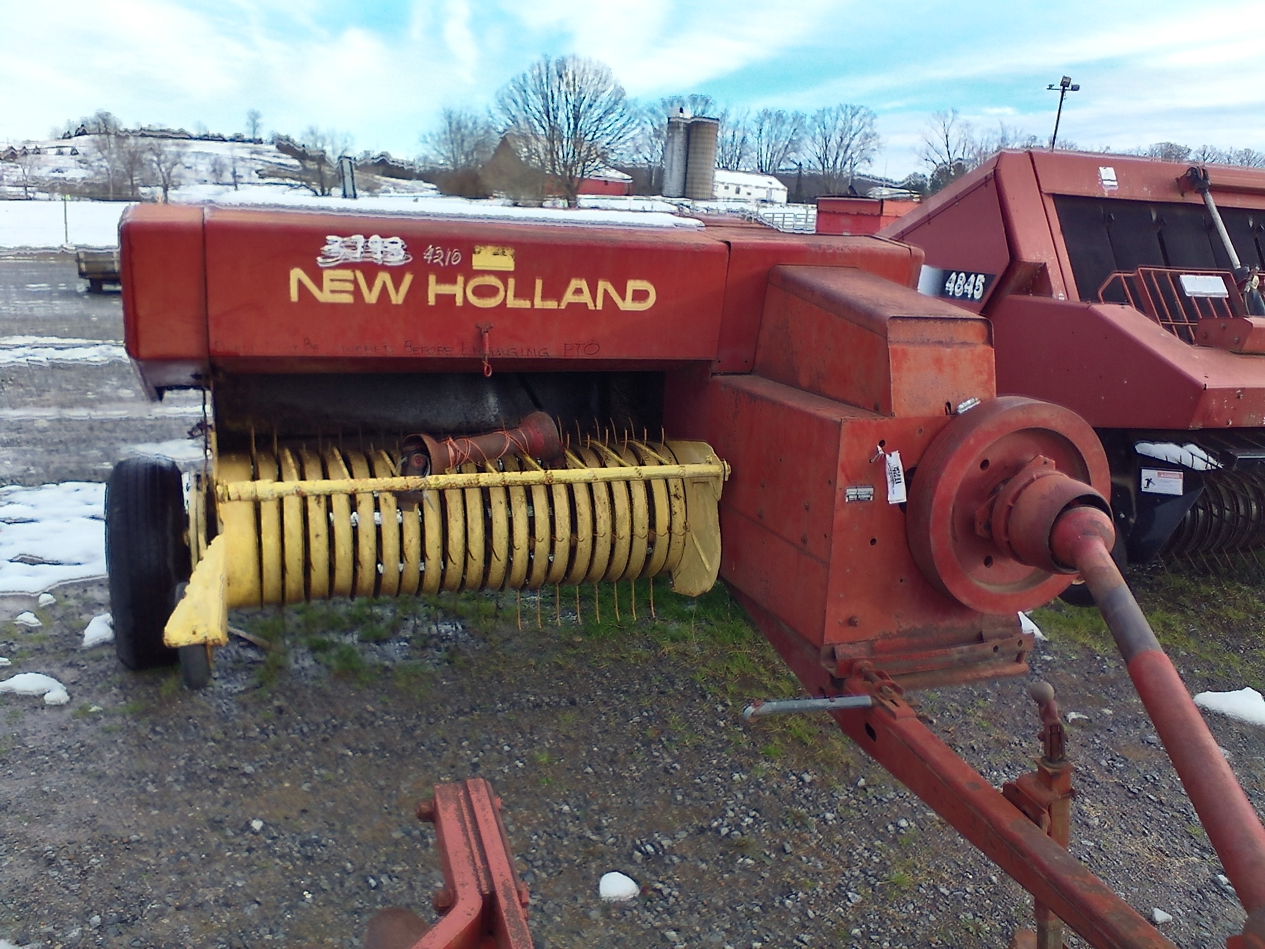 NEW HOLLAND 276 SQUARE BALER Image