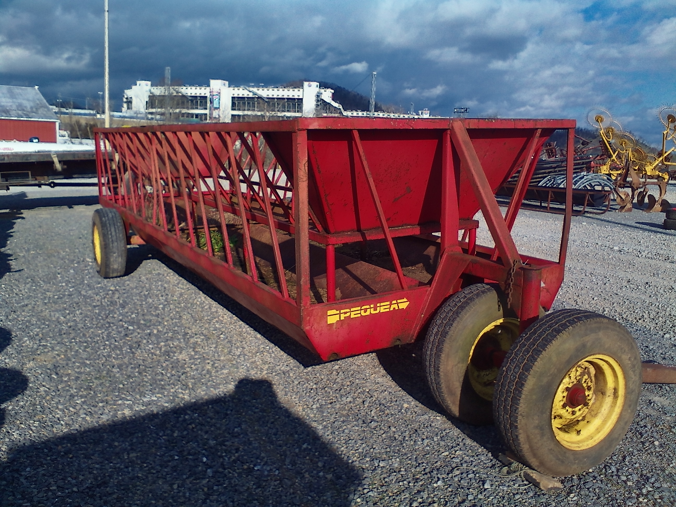 PEAQUE 20 FT. FEEDER WAGON Image