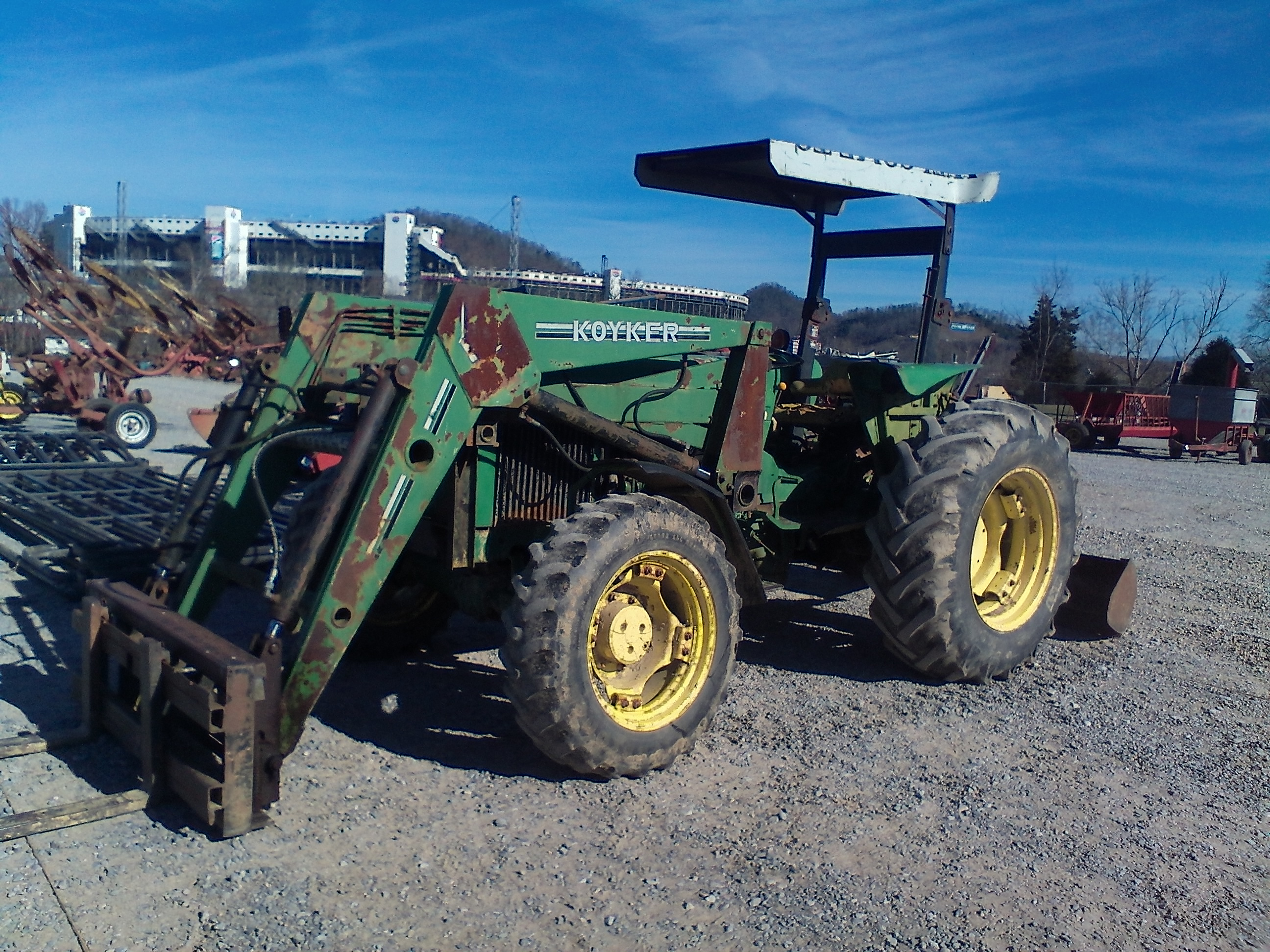 JOHN DEERE 2555 4X4 W/ LOADER * ESTATE SALE * Image
