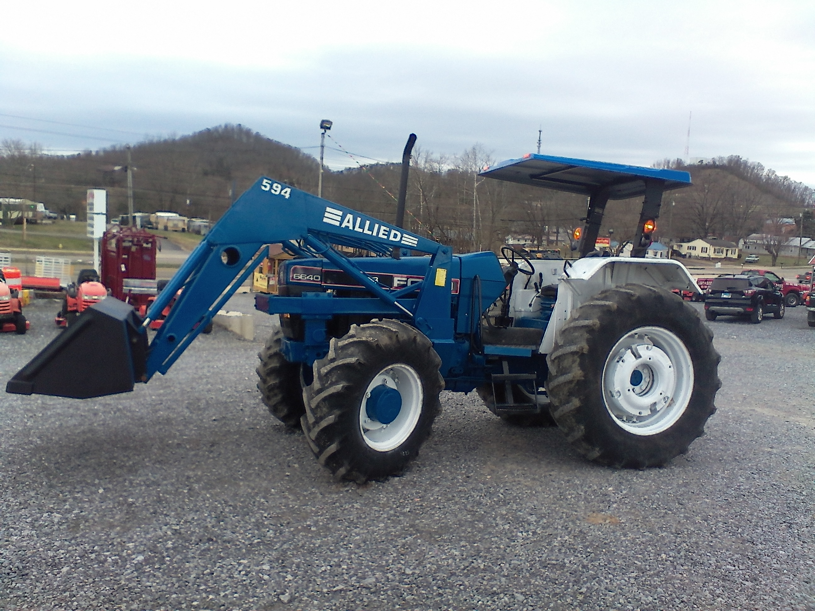FORD 6640 4X4 W/ LOADER Image