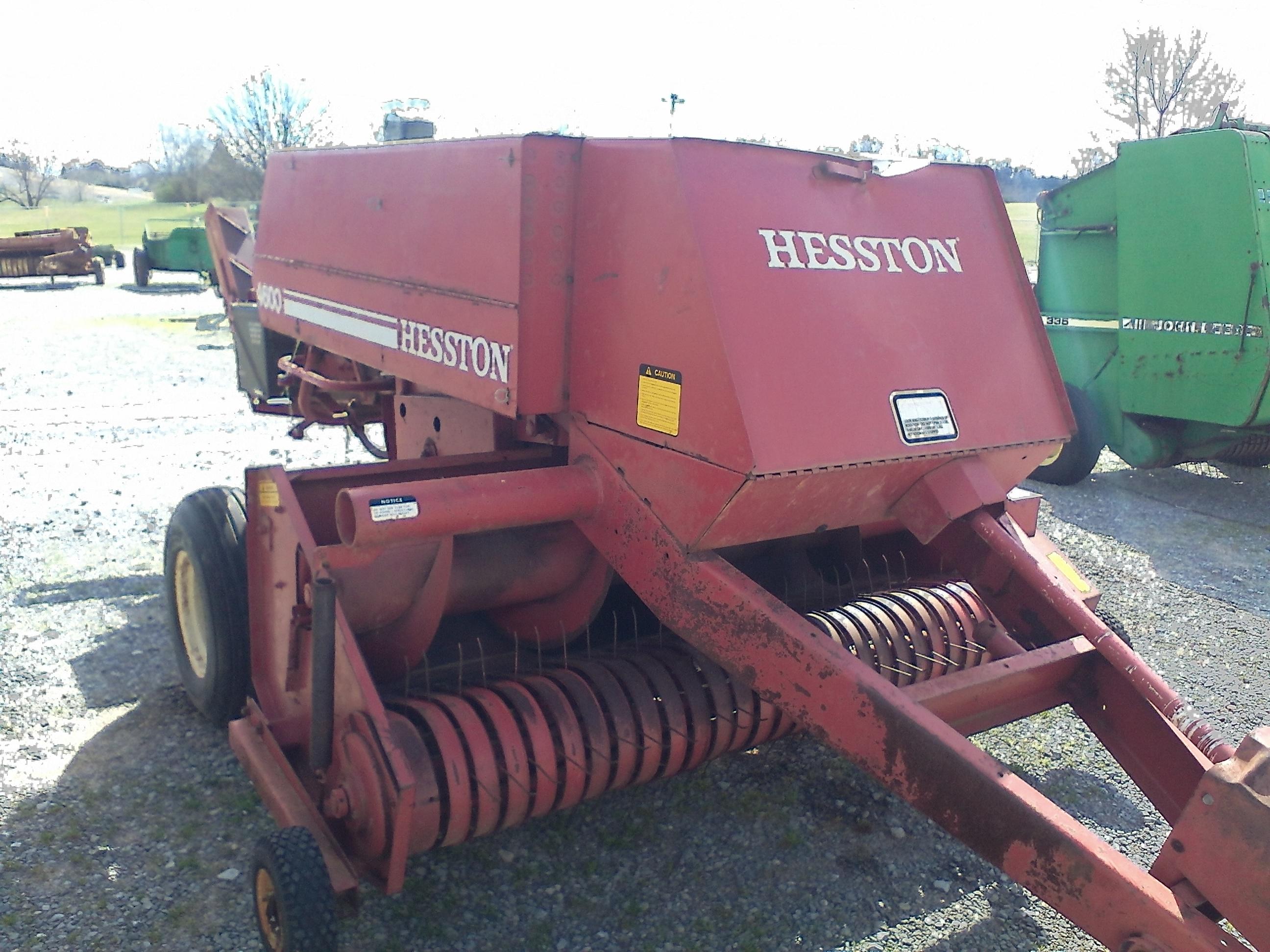 HESSTON 4600 SQUARE BALER Image