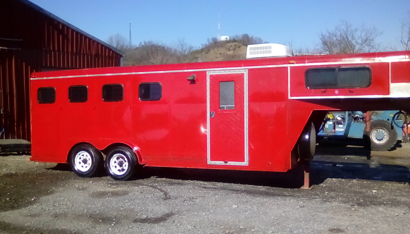 RED GN HORSE TRAILER W/ TITLE 20 FOOT Image