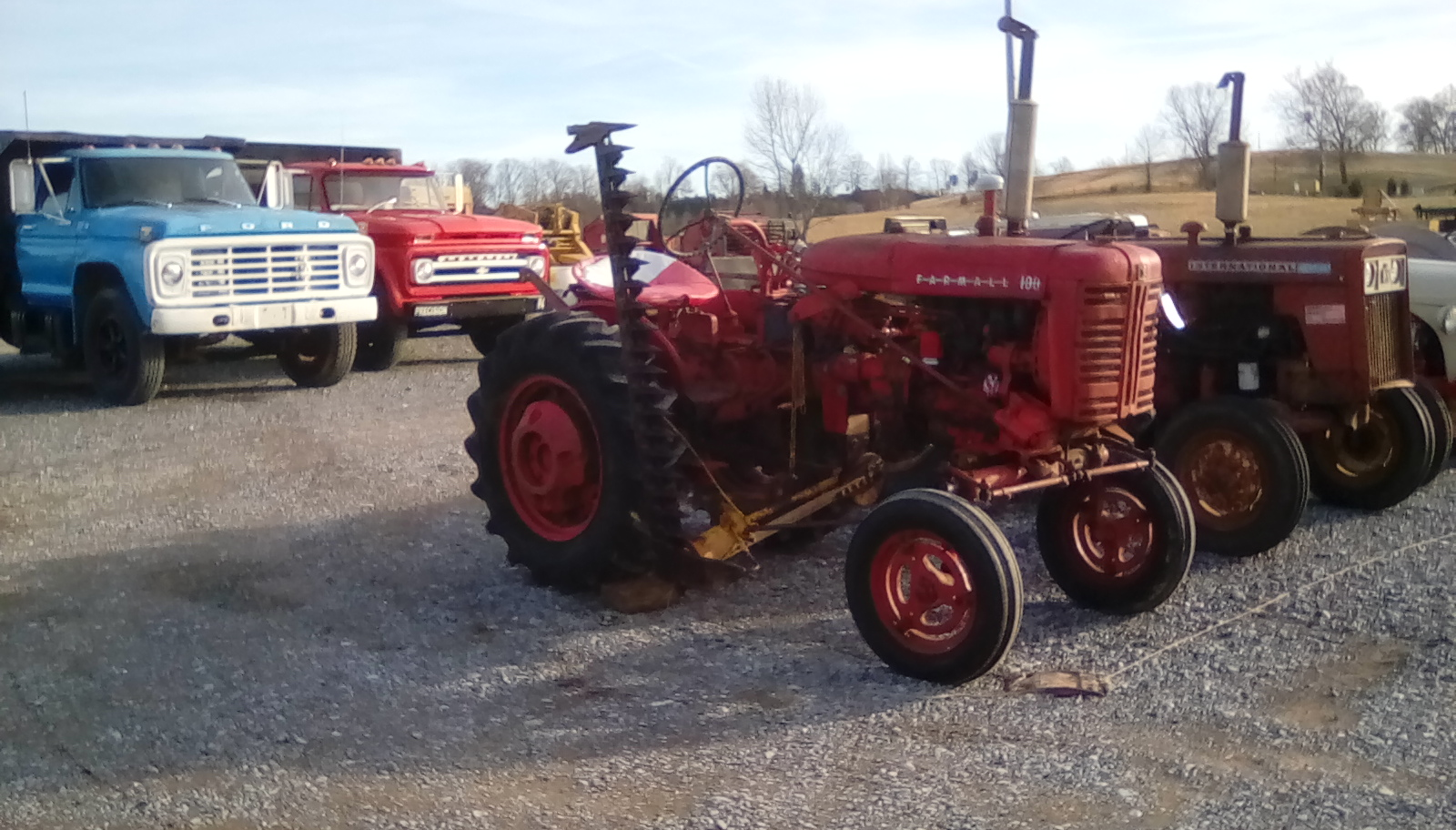 FARMALL 100 TRACTOR W/ SICKLE MOWER Image