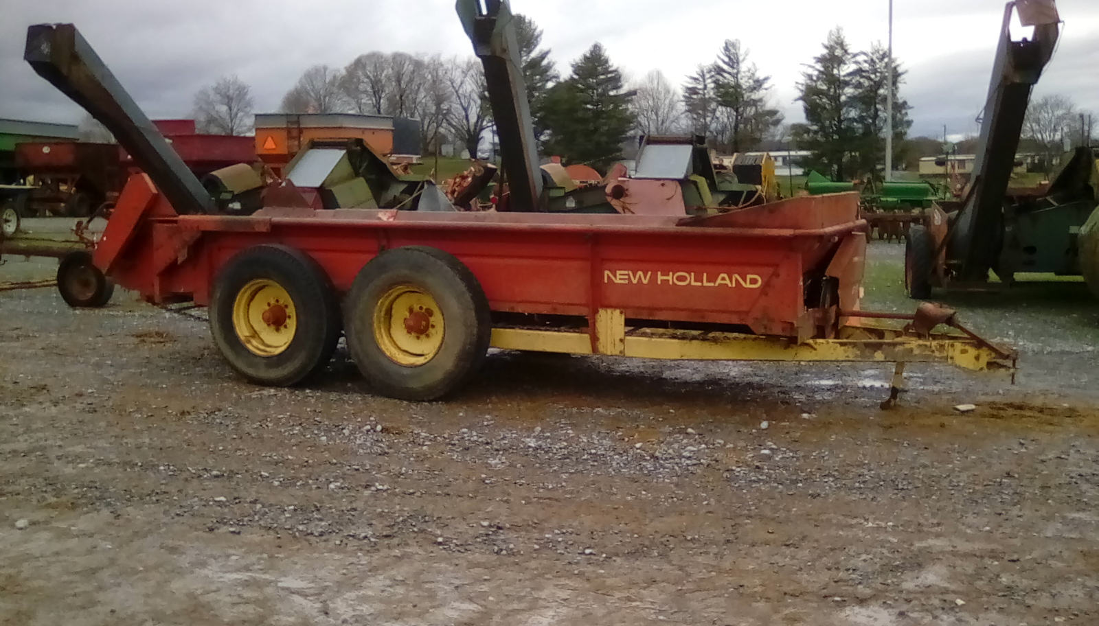 NEW HOLLAND 679 MANURE SPREADER Image