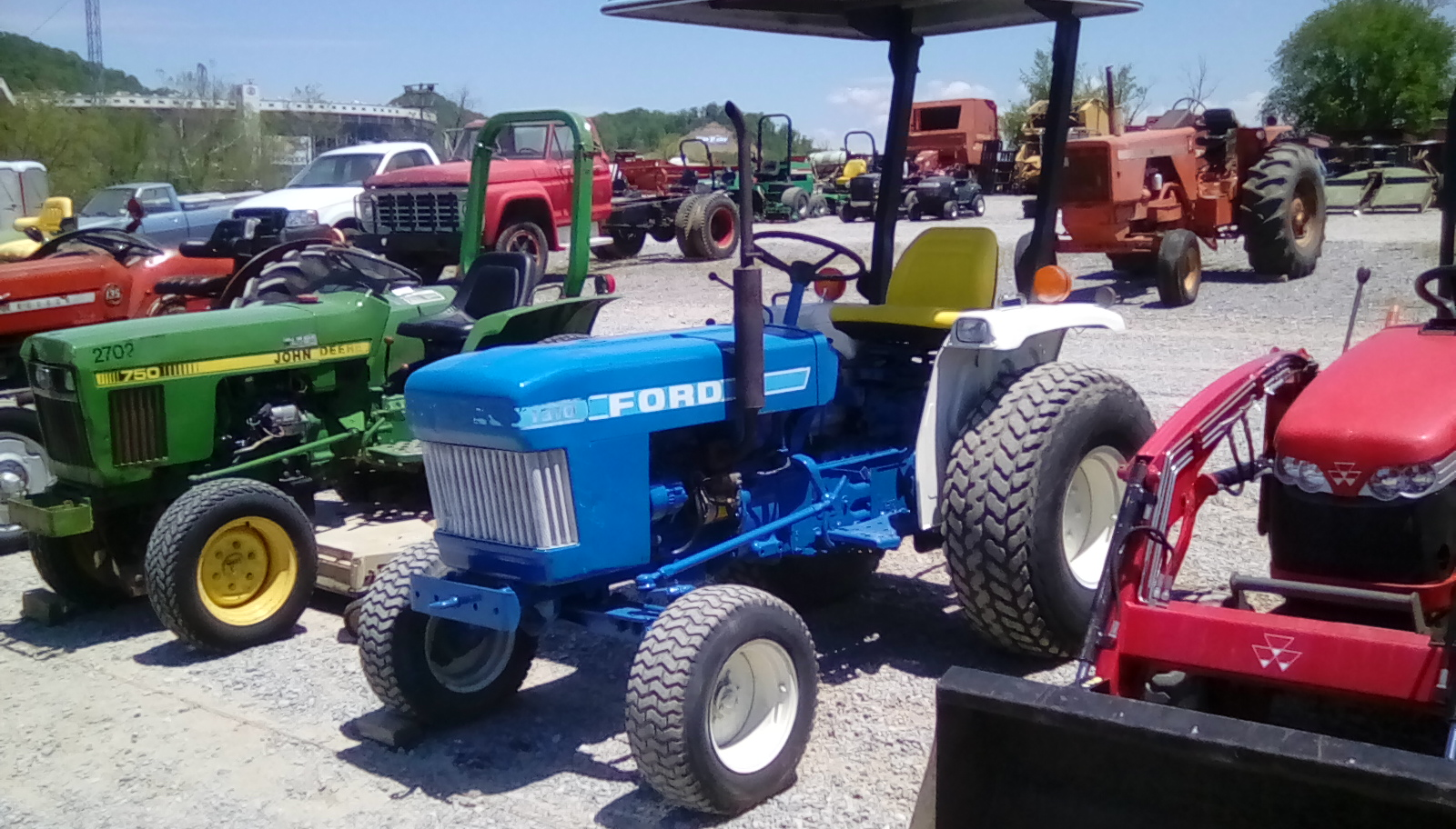FORD 1310 TRACTOR Image