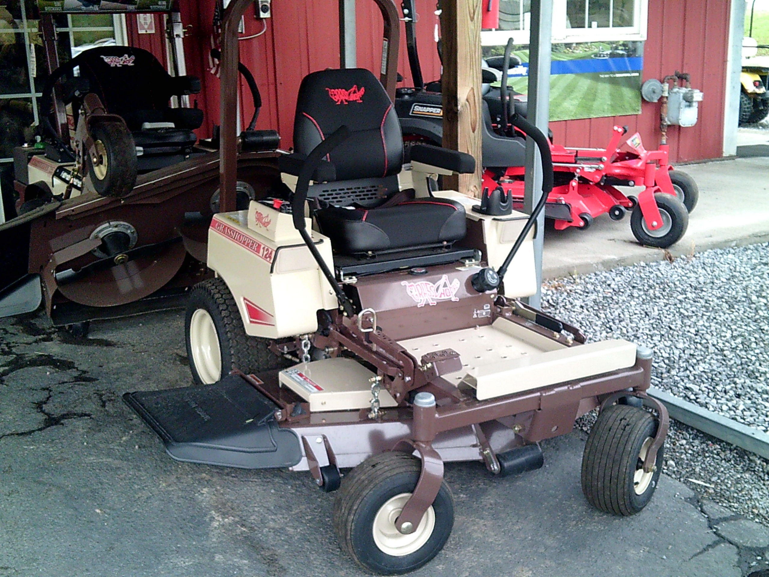 GRASSHOPPER 124V ZERO TURN MOWER Image
