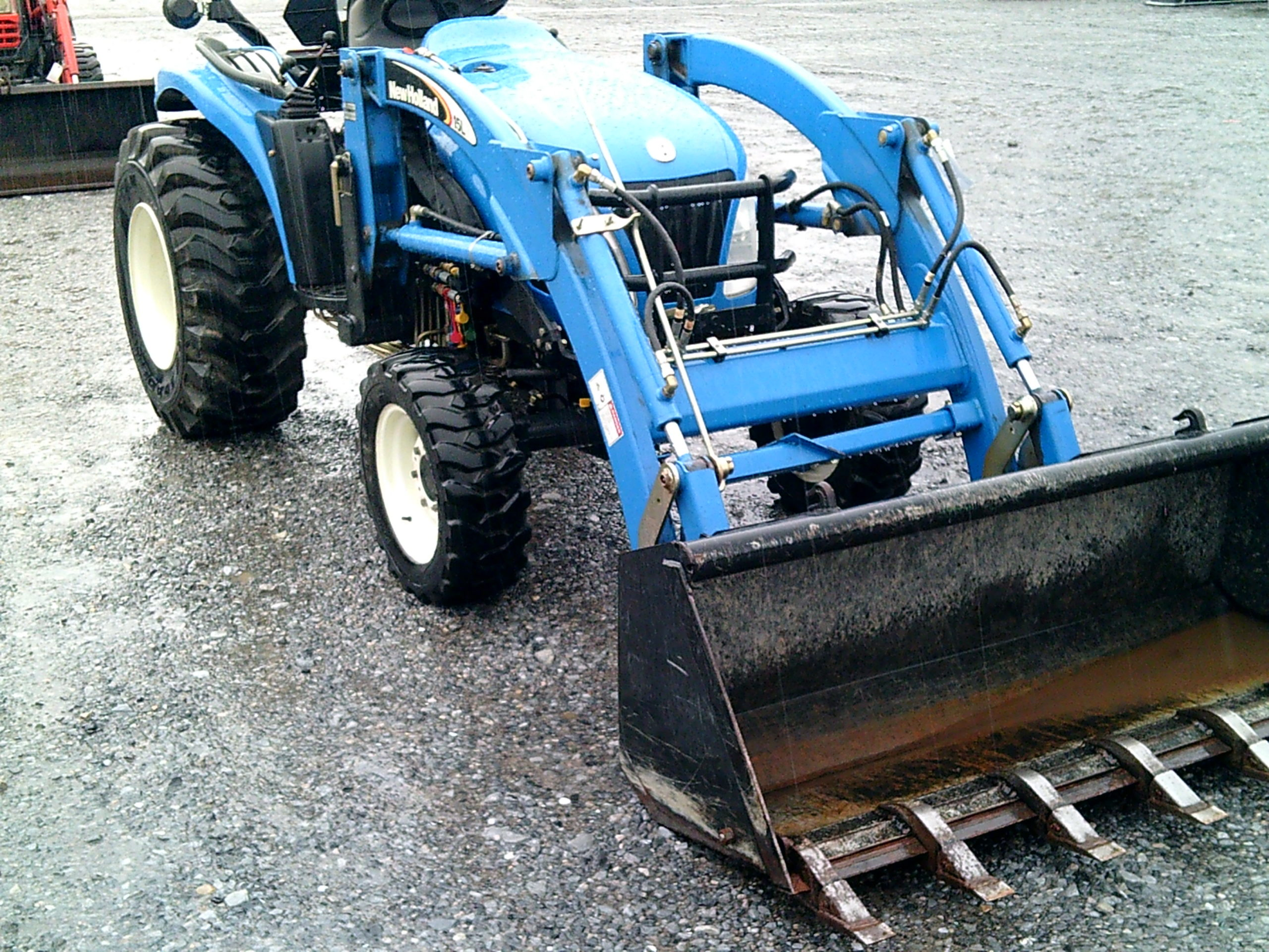 NEW HOLLAND TC33DA TRACTOR W/ FRONT END LOADER 4X4 Image