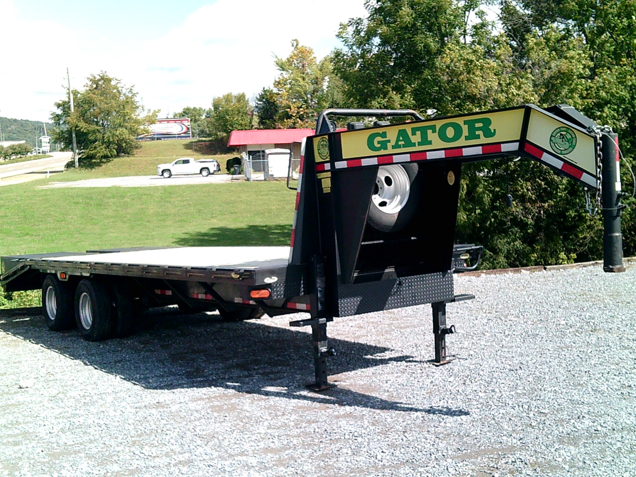 25 FOOT GATOR GN TRAILER Image