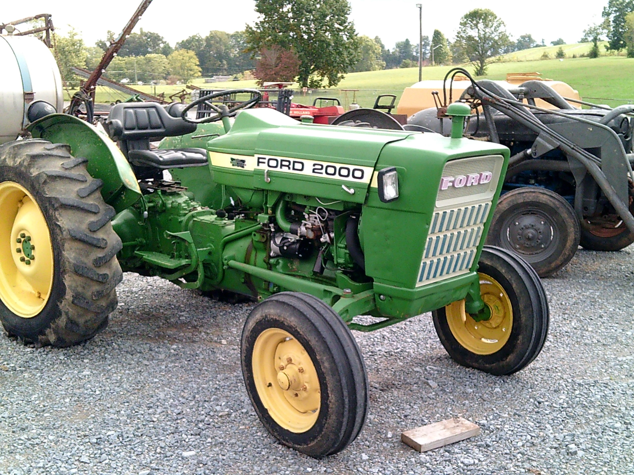 FORD 2000 TRACTOR Image