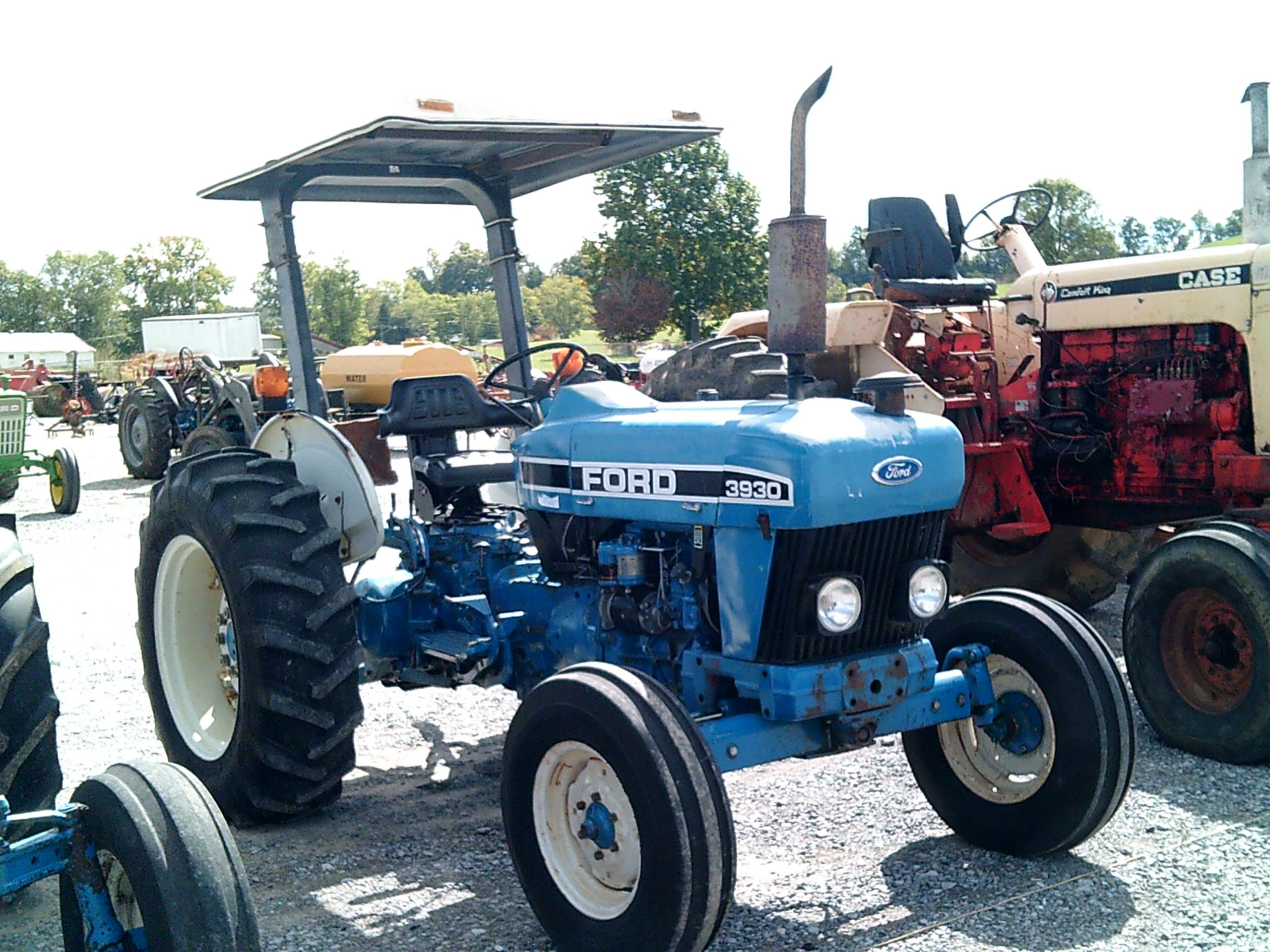 FORD 3930 TRACTOR W/ CANOPY TOP Image