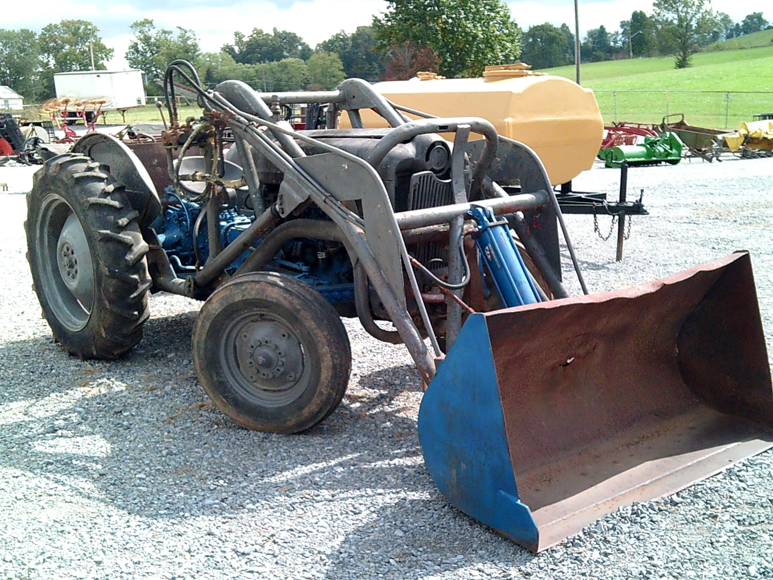 FORD TRACTOR W/ FRONT END LOADER Image