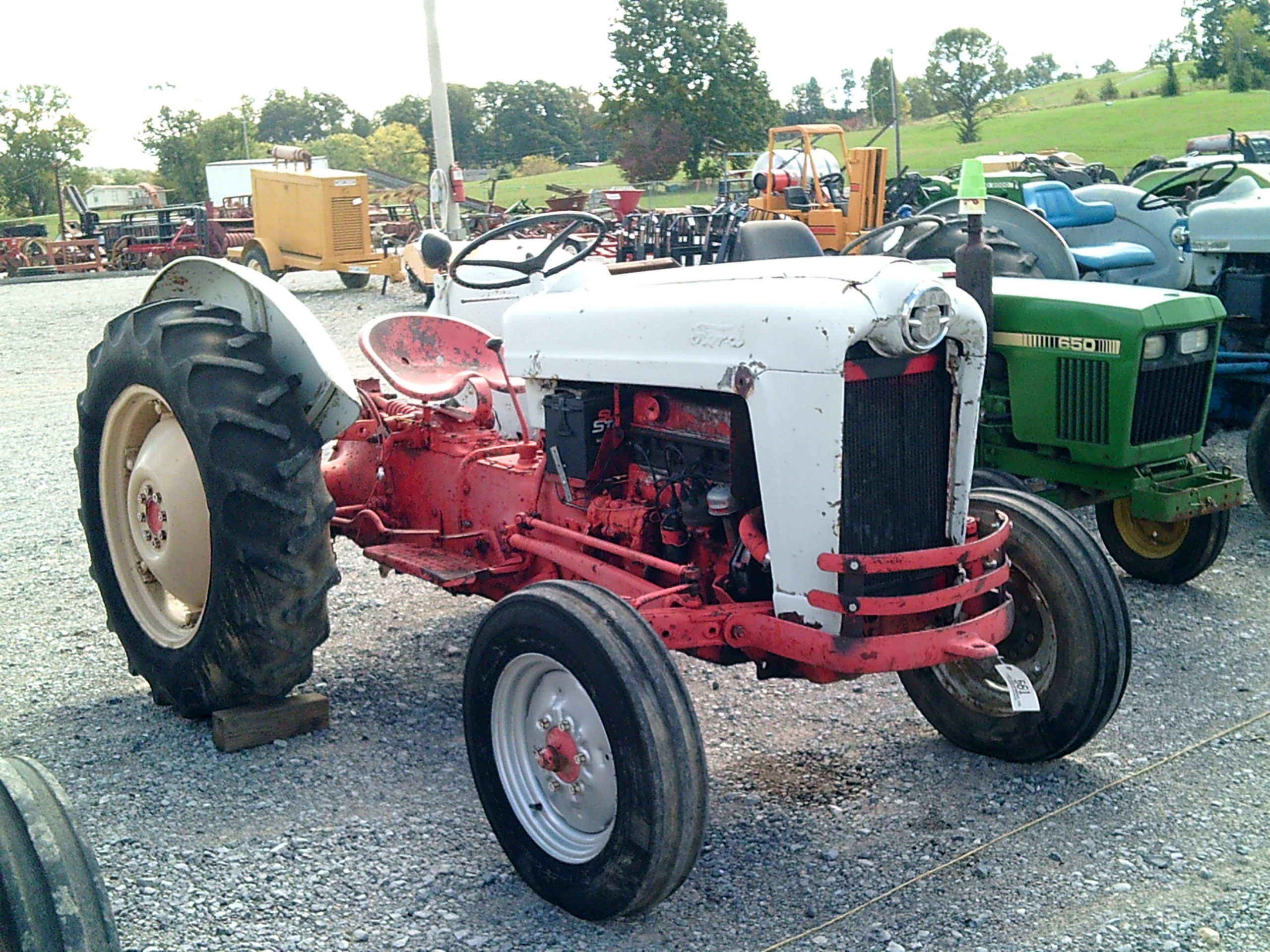 FORD WORKMASTER 600 TRACTOR Image